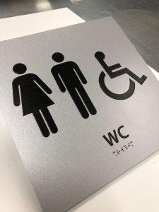 שלט לשירותים