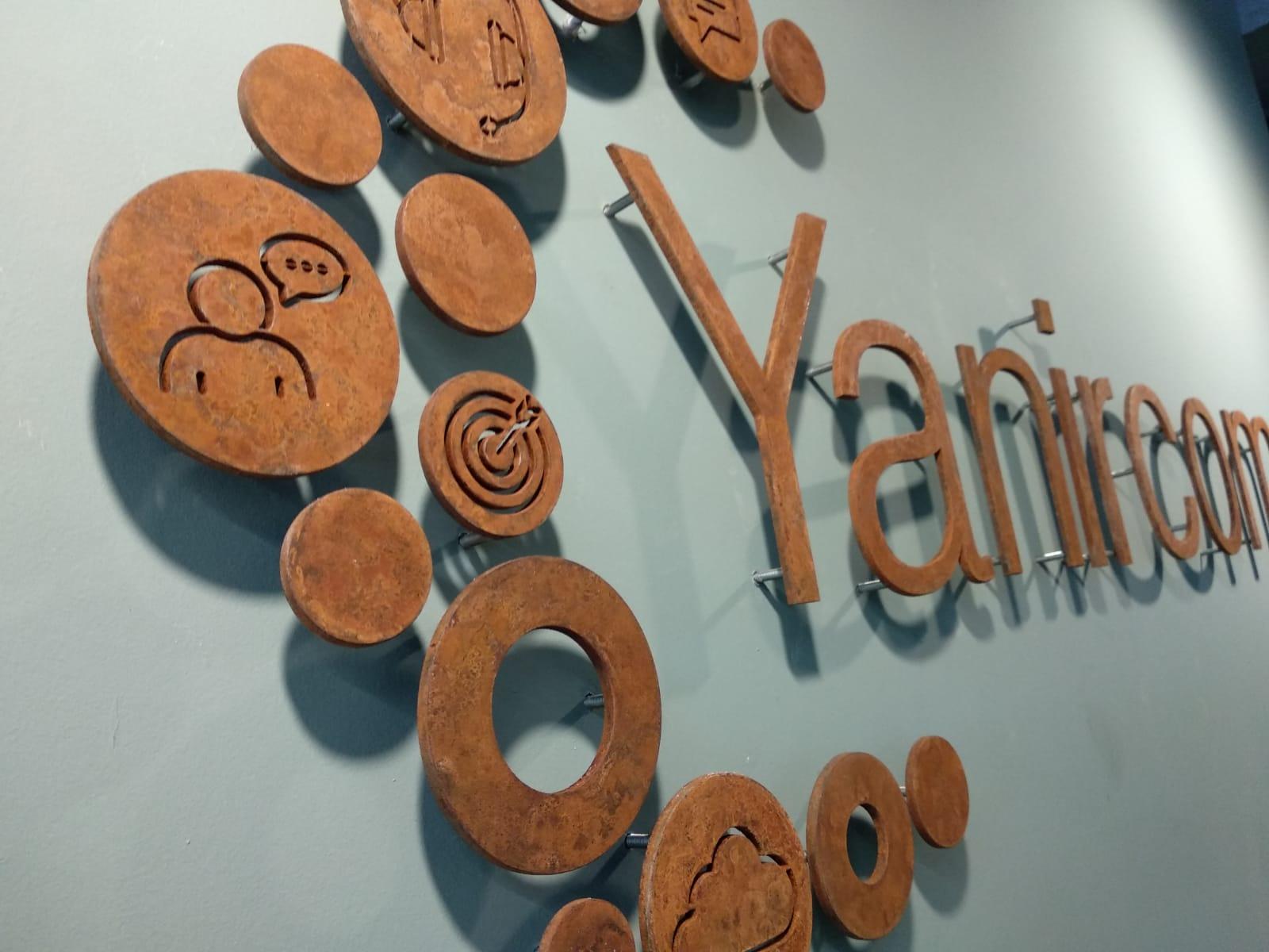 Yanircom