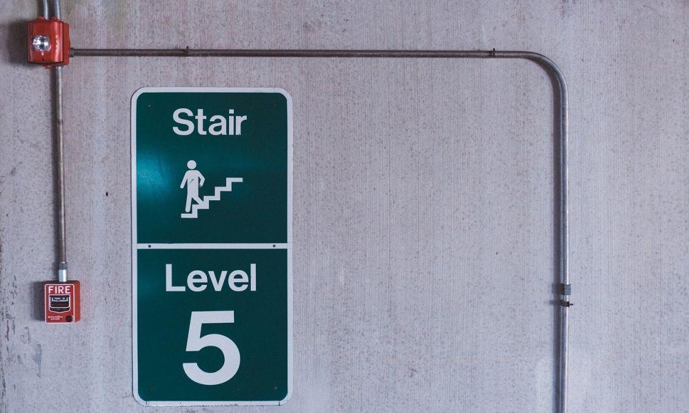 שילוט הכוונה לבניין